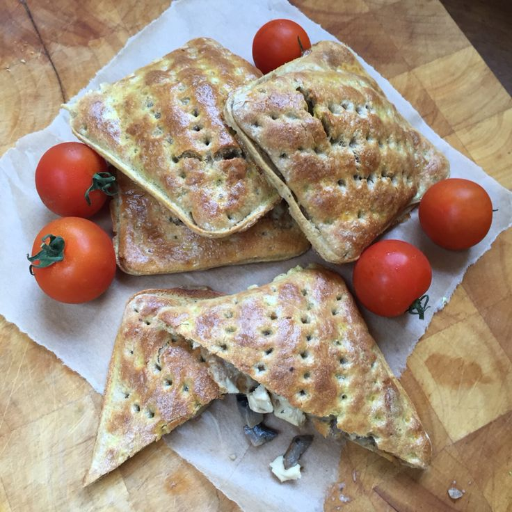 Chicken and mushroom bakes using Kingsmill wholemeal thins http://www.theslimmingfoodie.com/chicken-and-mushroom-slice/