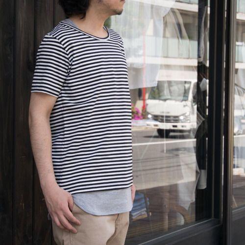 首回りはタンクトップを重ね着をした様に、 裾はシャツの様にラウンドしたカッティングのレイヤードカットソーが新入荷! [AUD1779] ¥6,800+tax (Web近日掲載予定となっております。)  着膨れもせず、暑い夏にも1枚でレイヤードを楽しめる1着。 ジャケット等のインナーとしても使い勝手良く、今から真夏にもそして秋にもお使い頂ける便利なアイテムです!