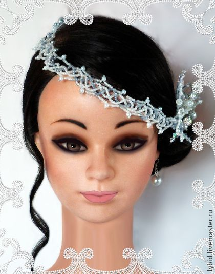 Украшение для причёски.. у крашение для волос в торжественный день бракосочетания или для     вечеринки в стиле ретро.     Аксессуар выполнен из металла для бижутерии, бисера, хрустальных     бусин и стеклянного жемчуга.