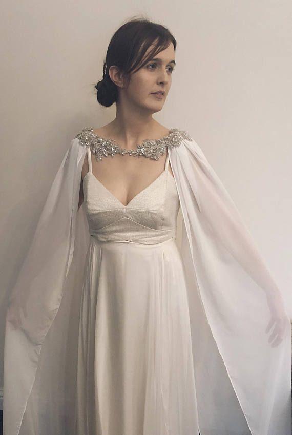 Wedding Cape Wedding Veil Chiffon Wedding Cape Detachable Etsy In 2020 Cape Wedding Dress Wedding Dresses Muslimah Wedding Dress