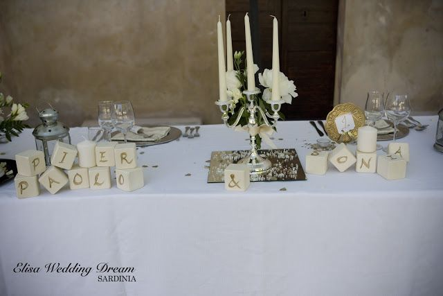 Wedding Table with Golden Details|  http://elisaweddingdream.blogspot.it/2012/12/real-wedding-sonia-e-pierpaolo.html