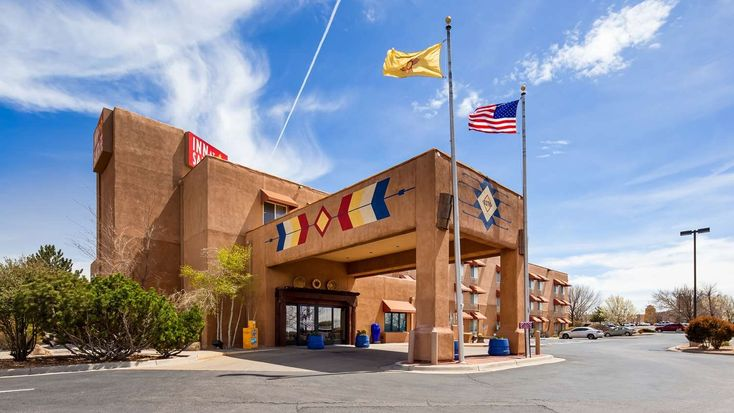 Santa fe new mexico hotel is surrounded by the regions