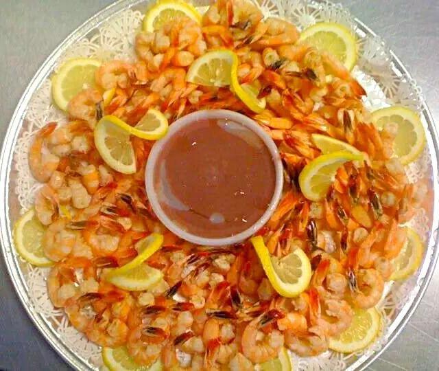 レシピとお料理がひらめくSnapDish - 11件のもぐもぐ - My #Birthday Dinner Is Tonight #Family #Food #Friends #Fun We #CelebrateLife with #CelebrationOfFood  Louisiana Shrimp Cocktail Tray #Seafood #Party Compl by Alisha GodsglamGirl Matthews