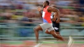 Entrée en piste du titan Usain Bolt dans 1/2 heure!