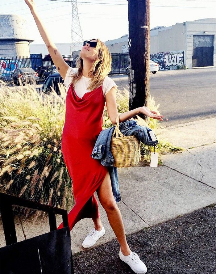 Camille Rowe is my new obsession! Look how she styled that red slip dress perfectly. Not to mention her basket bag. Just so cool.