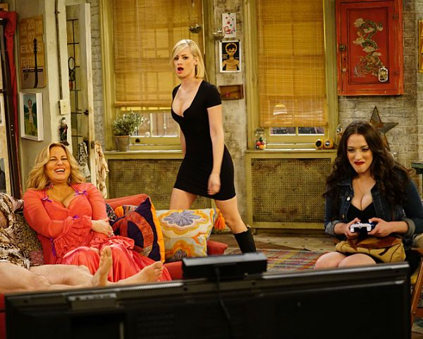 '2 Broke Girls' Season 5 Spoilers: Caroline Shows Bizarre Talent As A Performer, How Do O?thers Feel About This? [VIDEO]