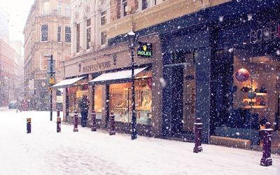 Snowy street wallpaper