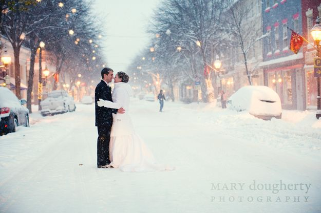 Or the streets: | 38 Couples Who Absolutely Nailed Their Winter Weddings