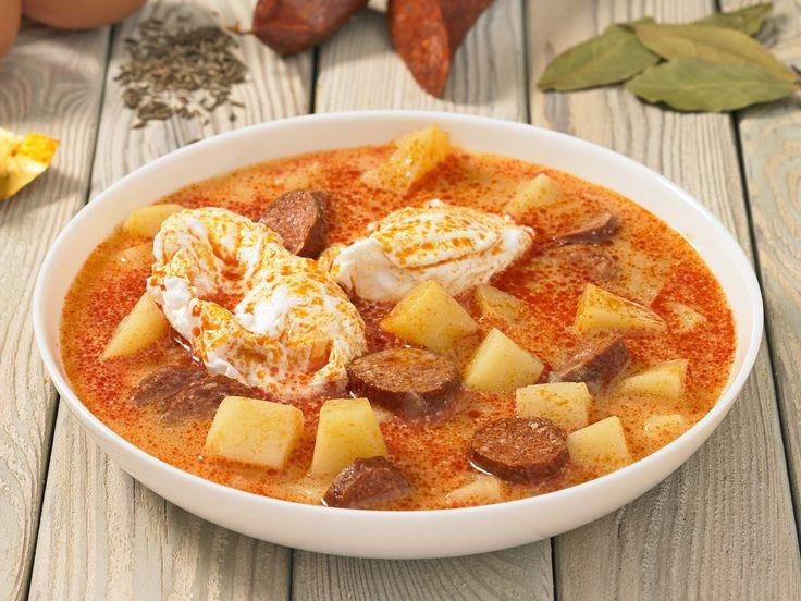 Savanyú krumplileves kolbásszal és tojással.