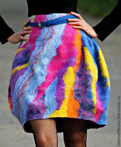 Купить или заказать Авторская юбка-баллон 'Вright color'. в интернет-магазине на Ярмарке Мастеров. Красивая,яркая юбка-баллон. Поднимает настроение)) Сбоку застёгивается на молнию. Можно носить по ремень. Спереди завышена. На фото размер 42-44. Юбка изготовлена на заказ,по мотивам юбки-баллон 'Rainbow bridge'.…