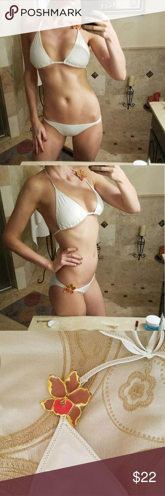 Victoria's secret bikini M and S Top size M, bottoms size S Victoria's Secret Swim Bikinis