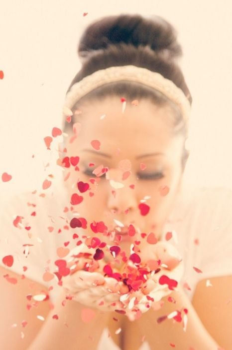 Confetti is a fun and cheap prop idea for a photo session! Family / Senior / Child Photography