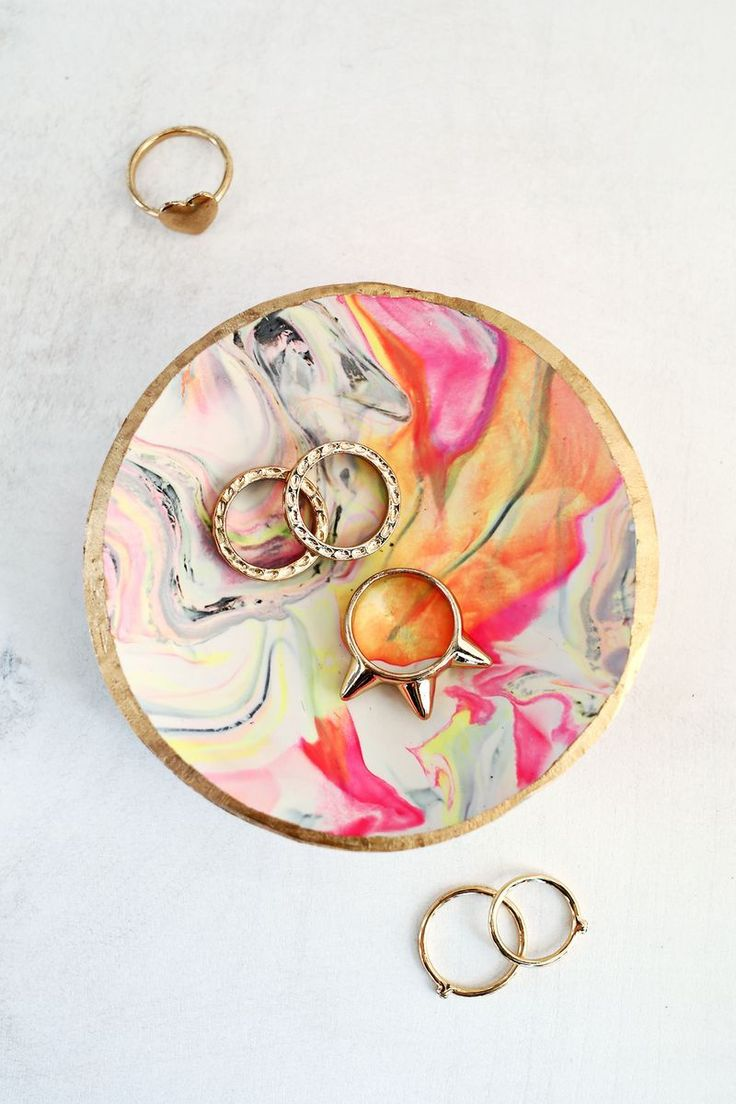 Making this swirly marbled ring dish is definitely on our to-do list this year. #DIY