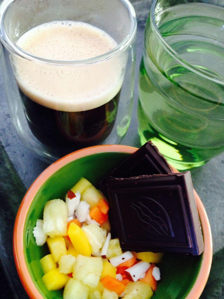 Een licht intense Lungo, pure chocolade met sinaasappel, stukjes ananas, papaja, mango & kokos