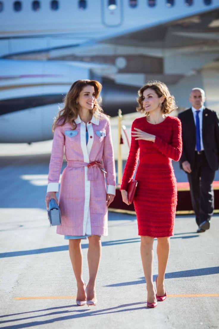 Rania di Giordania e Letizia Ortiz all'aeroporto di Madrid il 19 novembre 2015.