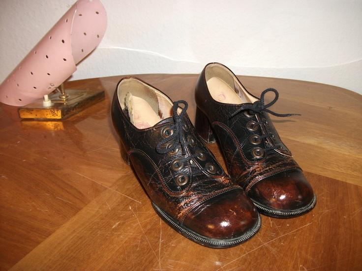 _schicke weinrote Schnürschuhe aus den 60ern_ Dieser weinrot-braune  Schnürschuh ist ein Original aus den. Vintage ShoesSchickBraunRetro Shoes