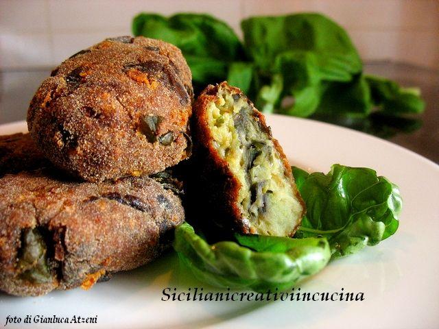 Crocchette (polpette) di melanzane Aubergine 'meatballs' Servire accompagnate con pasta al pomodoro e basilico o patate al forno.
