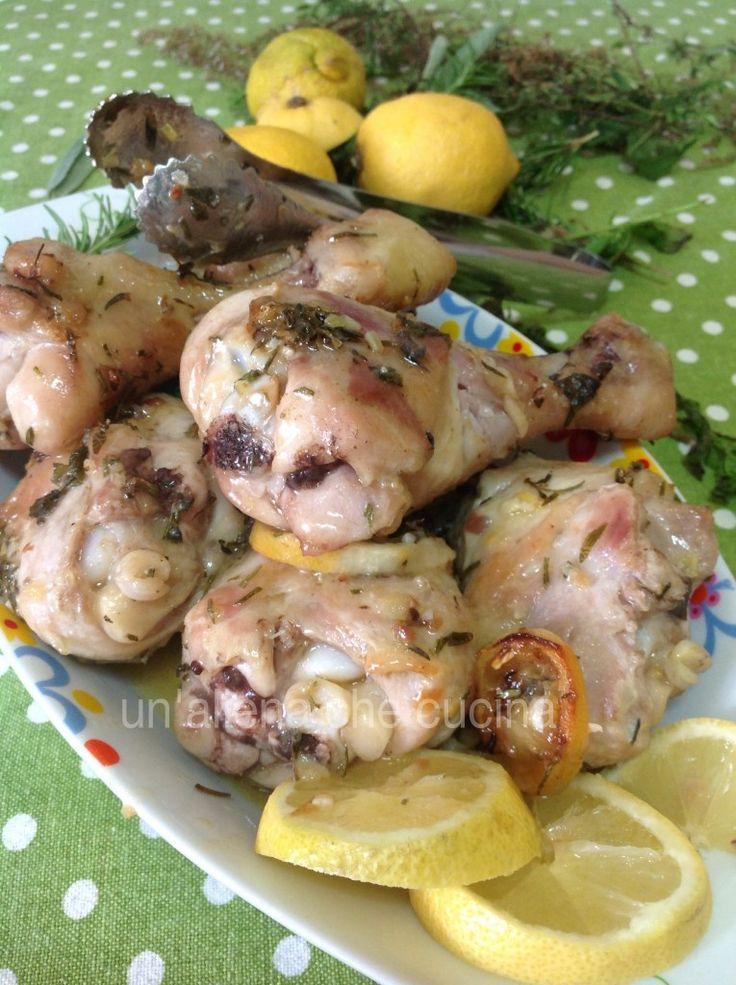 le cosce pollo al limone, e' un fantastico secondo di carne adatto ad ogni occasione pollo arrostito al forno aromatizzato con erbe e limone