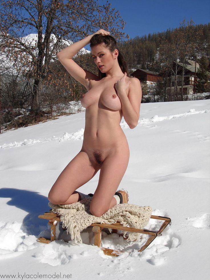 nude big booty girl selfie