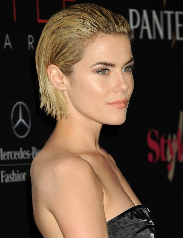 Rachael Taylor's slicked-back bob is perfect for the ATHLETE on the move.