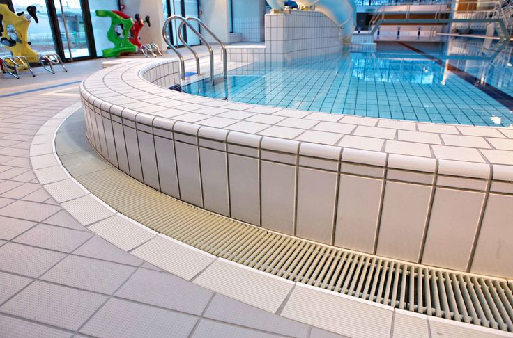 49 best swimming pool images on pinterest pools swiming for Piscine saint priest