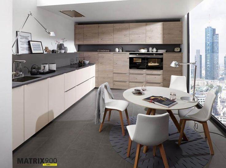 In dieser zweizeiligen küche wird die küchenfront aus lacklaminat feel sahara softmatt mit der