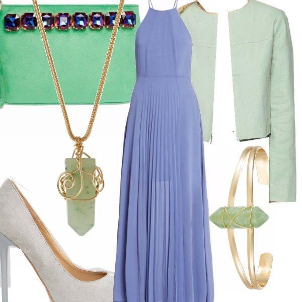 Abito lungo color azzurro indaco plissettato avanti, abbinato a blazer color verde menta. L'abbinamento indaco-verde menta è insolito e per questo ci piace ancor di più. Abbiniamo una décolleté color grigio azzurro e tutti gli altri accessori in verde e oro.