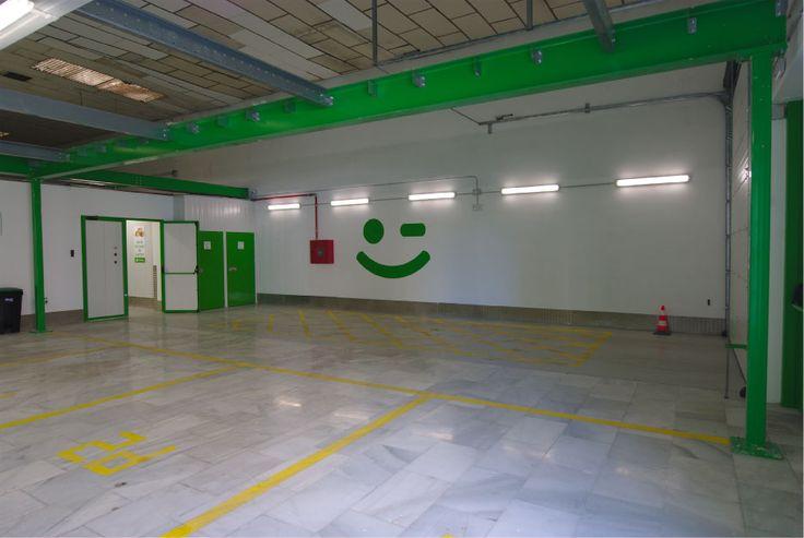 Trasteros y mini almacenes con parking interior para clientes. Si necesitas espacio extra en tu hogar u empresa. Contacta con nosotros, en Trasteros Plus tenemos la solución.