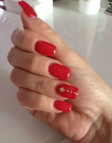 """My nails in gel with """"Cherry Juice"""" Kepro and stickers """"you rock"""" Essence."""