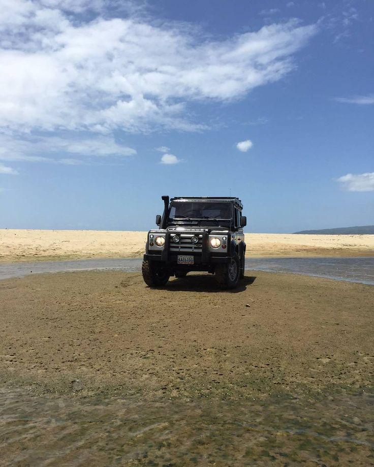 Land Rover  via el pana @jamganya @landrover_venezuela  #offroad #4x4 #landrover #defender #car #cars #landy #rangerover #defender90 #adventure #landroverdefender #freelander #4wd #toyota #toyphotogallery #dodge #hotwheelsaddict #jeep #dubai #toyunion #design #loves_toycars #onelifeliveit #diecast_cars #toyelites #nissan #suv #classic #cararama #defender110 by actitud4x4_offroad Land Rover  via el pana @jamganya @landrover_venezuela  #offroad #4x4 #landrover #defender #car #cars #landy…