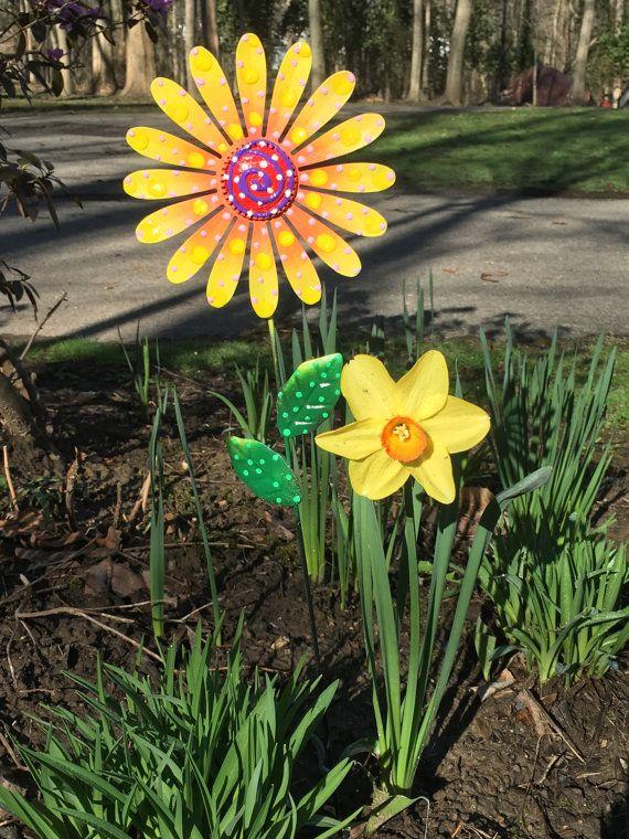 Metal Garden Art Flowers, Garden Stakes,Lawn Decor,Outdoor Garden Stake, Garden