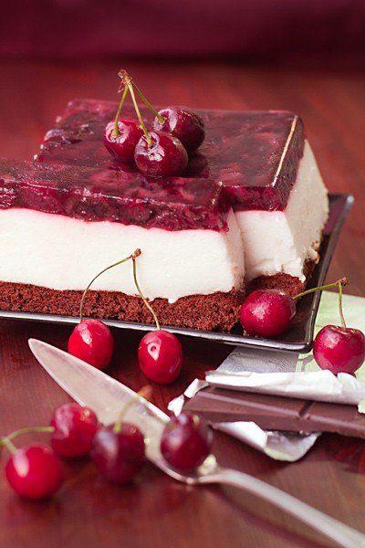 Диетический торт с йогуртовым муссом и черешневым желе