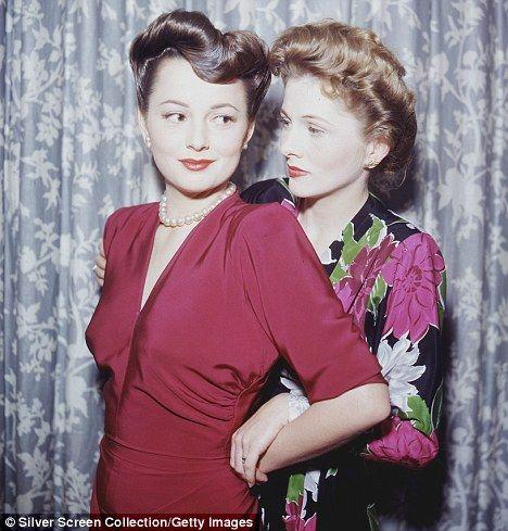 Olivia de Havilland (left) with her sister, Joan Fontaine in 1945