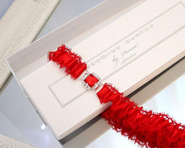 hochzeit strumpfband strumpfbänder braut hochzeitsstrumpfband spitze handgefertigt romantisch zubehör auf maß großes aus spitze für braut rote roten dawanda