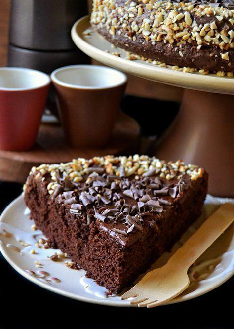 Oggi vi propongo una torta che si prepara in poche mosse ed è perfetta per la colazione e la merenda ma con qualche aggiunta gol...