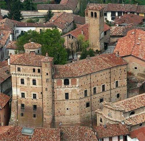 Castello di Roddi, Piemonte.