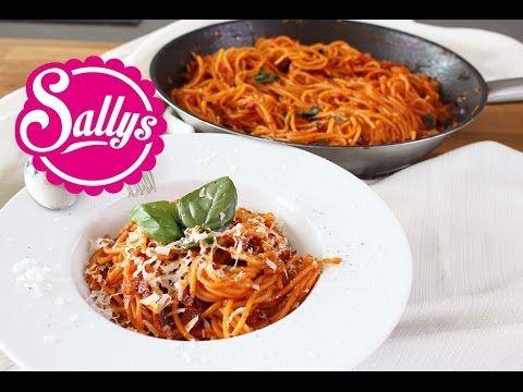 ▶ One Pot Spaghetti mit Tomatensoße / Pasta-Gericht in 15 Min. aus einer Pfanne - YouTube