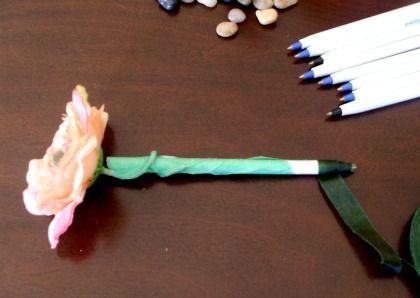 Beautiful blooming flower pens!: Crafty 3, Crafts Ideas, Beautiful Bloom,  Billiard Table'S, Flower Pens, Bloom Flower, Crafty Crap, Lola Rae, Homemade Gift