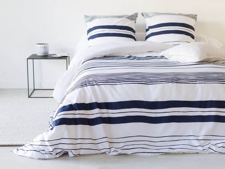 les 25 meilleures id es de la cat gorie couette marine bleue sur pinterest couvre lits. Black Bedroom Furniture Sets. Home Design Ideas