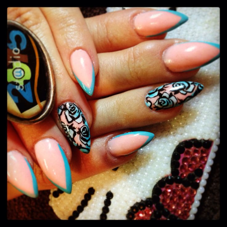 Nails art, hand painted by my self at studio 2075 in Montreal ;-) ongles resine et poudre downtown nail fashion trendy
