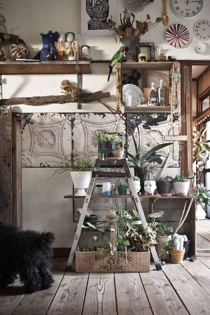 Image from 'Decorating with plants' by Satoshi Kawamoto - How to style with plants indoors
