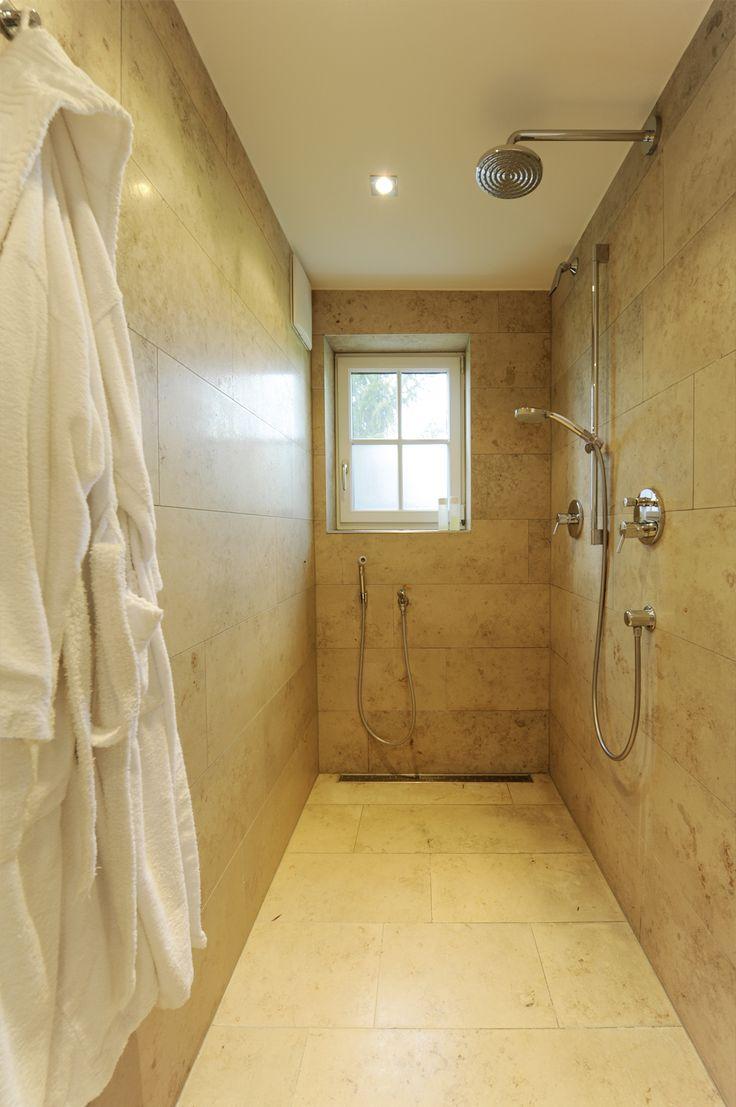 Frei begehbare Dusche mit Handbrause, Kopfbrause