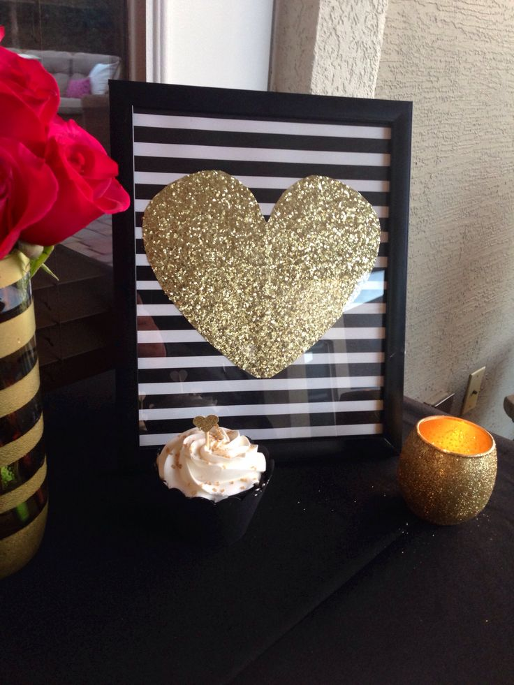 Glitter Heart Sign, 40th birthday party: black, gold and pink theme.