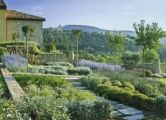 Provence garden in the Vaucluse, France - FLOWERS/GARDENS/TERRACES - Editorial Features - Photographers Agency: Interior Design, Lifestyle, ...