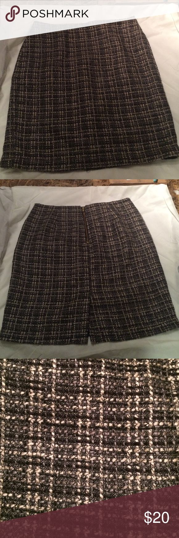 Banana Republic Skirt - lined Excellent condition! No pulls, picks, or pills! 20 1/2 inch length Banana Republic Skirts