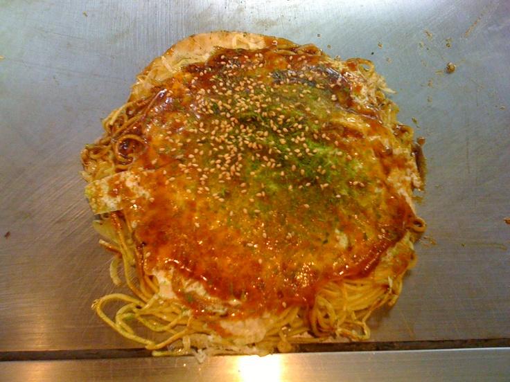 "Japanese Pizza ""Hiroshima Okonomiyaki"" | What I want to eat! | Pint..."