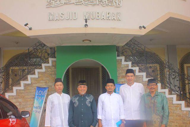 "Ahmadiyah aktif di Bandung gencar ""dakwah"" ke pelosok  Kepala cabang Ahmadiyah Bandung bersama para dainya  Jemaah Ahmadiyah adalah salah satu kelompok minoritas di Indonesia. Mereka memiliki struktur organisasi yang sangat rapi dan terkoordinasi secara nasional. Meski demikian kelompok ini telah divonis keluar dari agama Islam karena menyakini Mirza Ghulam Ahmad (MGA) sebagai nabi. Bukan hanya MUI di Indonesia tapi juga ijma' (kesepakatan) Ulama Islam di seluruh dunia telah mengeluarkan…"
