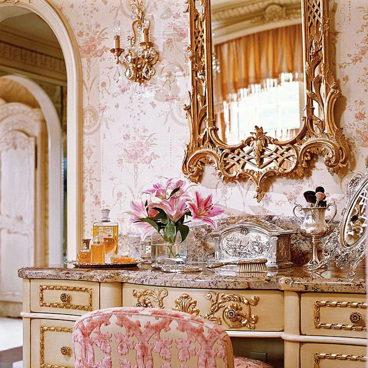 An Ultra Feminine Pink Dressing Room Designed By Charles Faudree Traditional Home 174 Photo