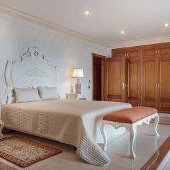 Camera da letto in stile in stile Rustico di Zen Fotografia