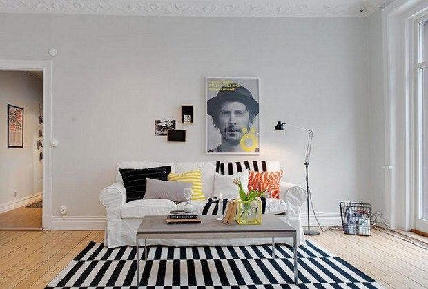 Real estate firmAlvhem Makleri& Interiorhave renovated an apartment flat in a contemporary style in Goteborg, Sweden.  The modern and minimalistic housing project is decorated mostly black and white, with small details of colorful objects